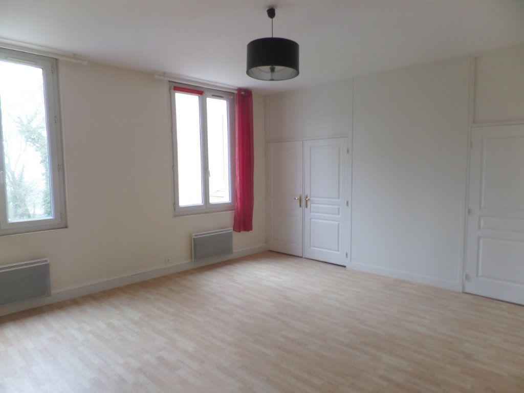 Appartement à louer 3 83m2 à Saint-Léger-du-Bourg-Denis vignette-1