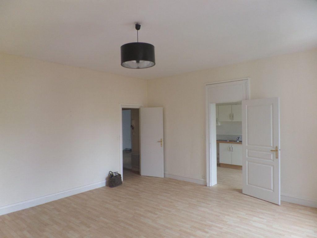 Appartement à louer 3 83m2 à Saint-Léger-du-Bourg-Denis vignette-2