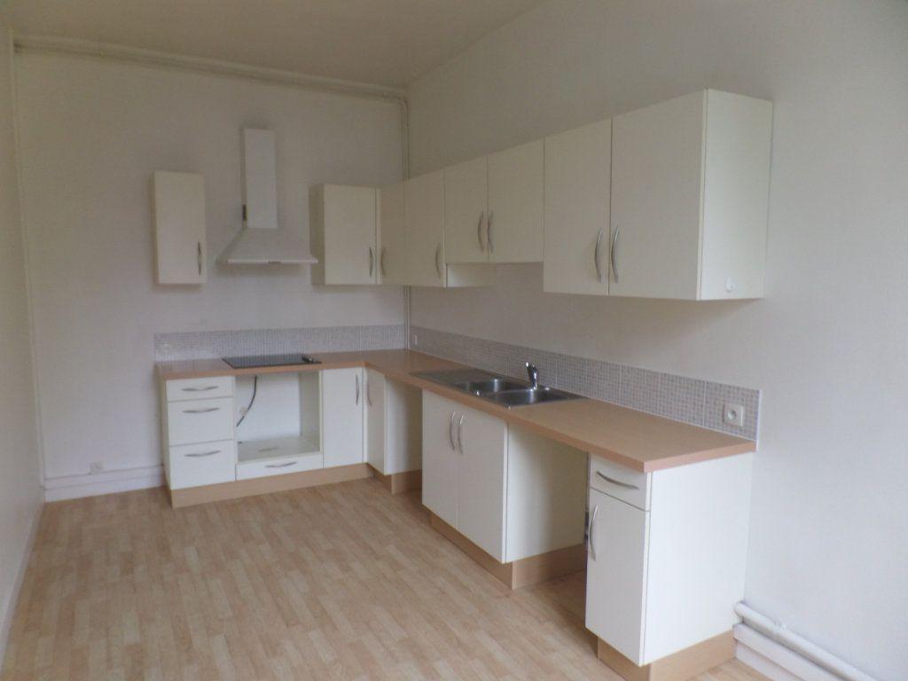 Appartement à louer 3 83m2 à Saint-Léger-du-Bourg-Denis vignette-3