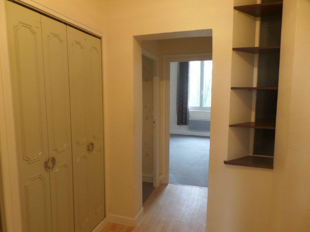 Appartement à louer 3 83m2 à Saint-Léger-du-Bourg-Denis vignette-4