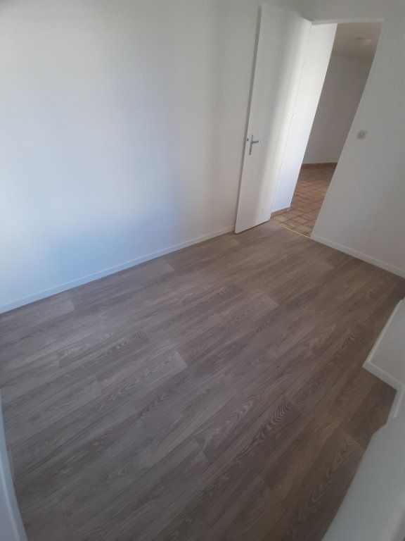 Appartement à louer 2 39m2 à Sotteville-lès-Rouen vignette-5