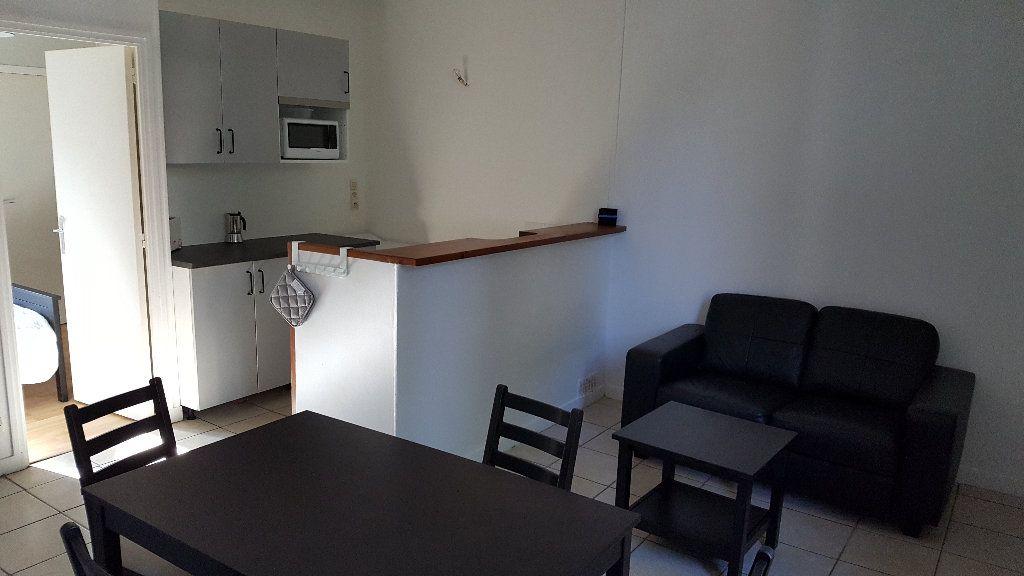 Appartement à louer 2 41m2 à Elbeuf vignette-1