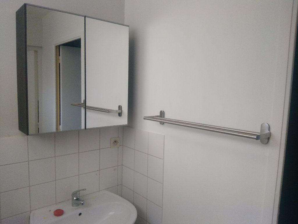 Appartement à louer 2 41m2 à Elbeuf vignette-4