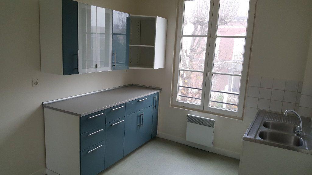 Appartement à louer 4 72m2 à Elbeuf vignette-1