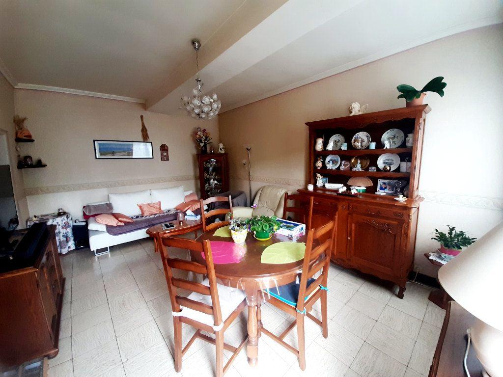 Maison à vendre 3 69.8m2 à Saint-Léger-du-Bourg-Denis vignette-2