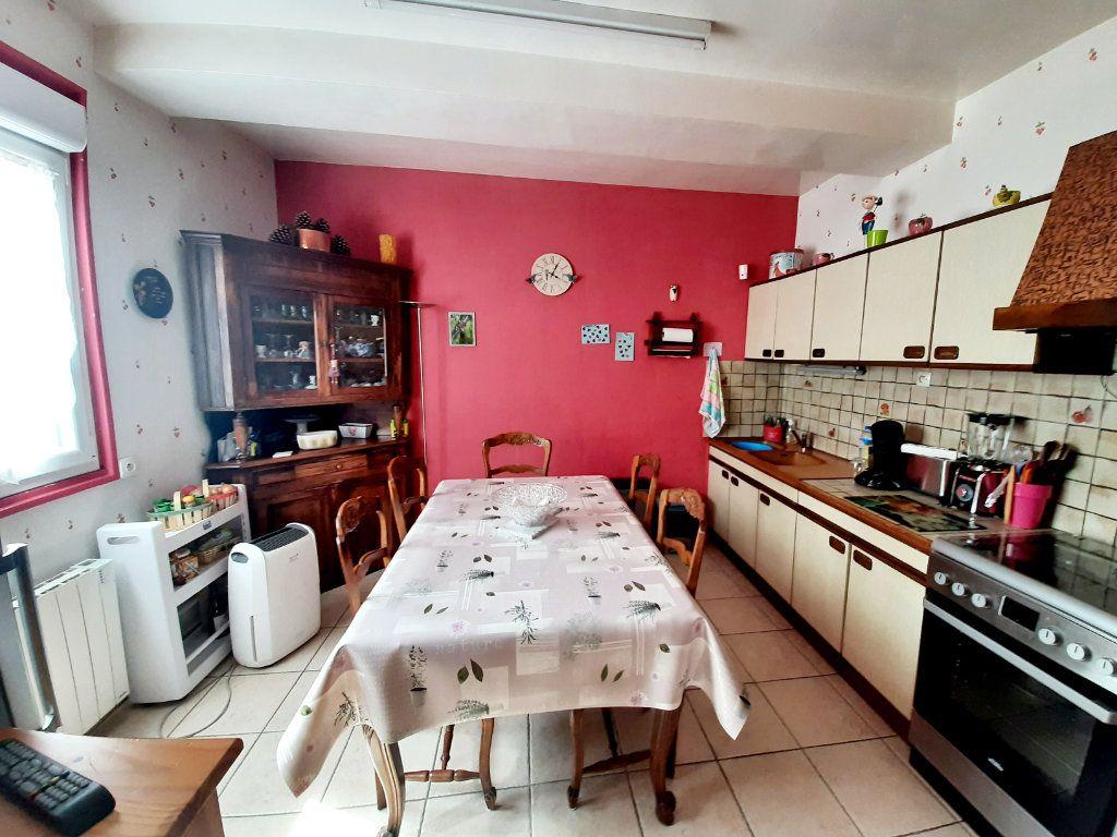 Maison à vendre 3 69.8m2 à Saint-Léger-du-Bourg-Denis vignette-3
