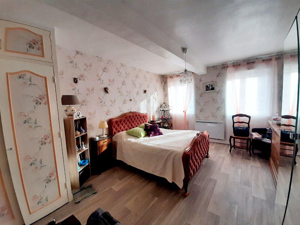 Maison à vendre 3 69.8m2 à Saint-Léger-du-Bourg-Denis vignette-5