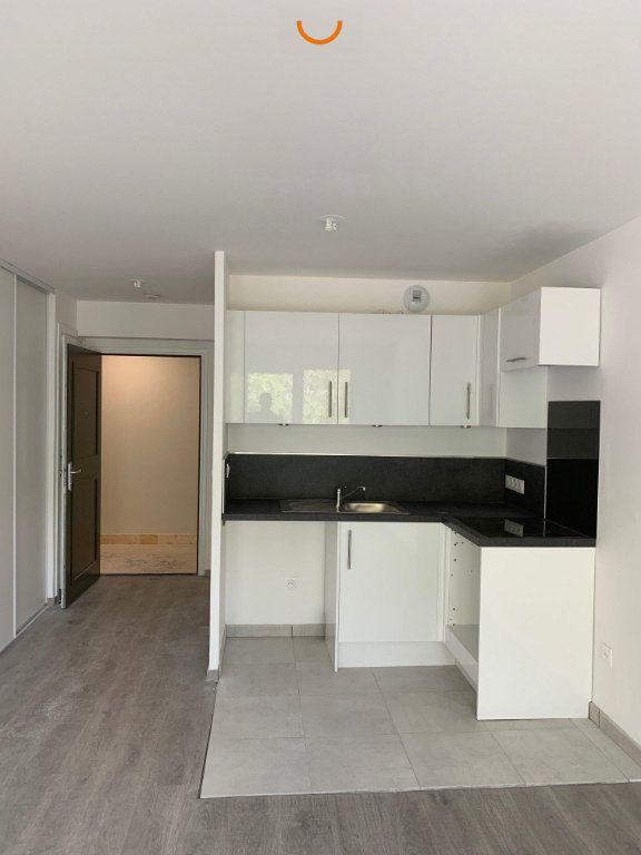 Appartement à louer 3 57.1m2 à Saint-Léger-du-Bourg-Denis vignette-1