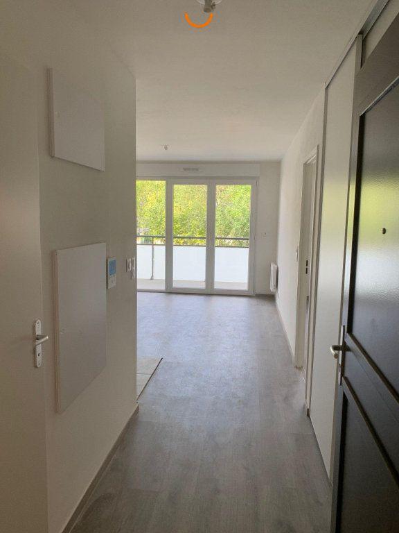 Appartement à louer 3 57.1m2 à Saint-Léger-du-Bourg-Denis vignette-2