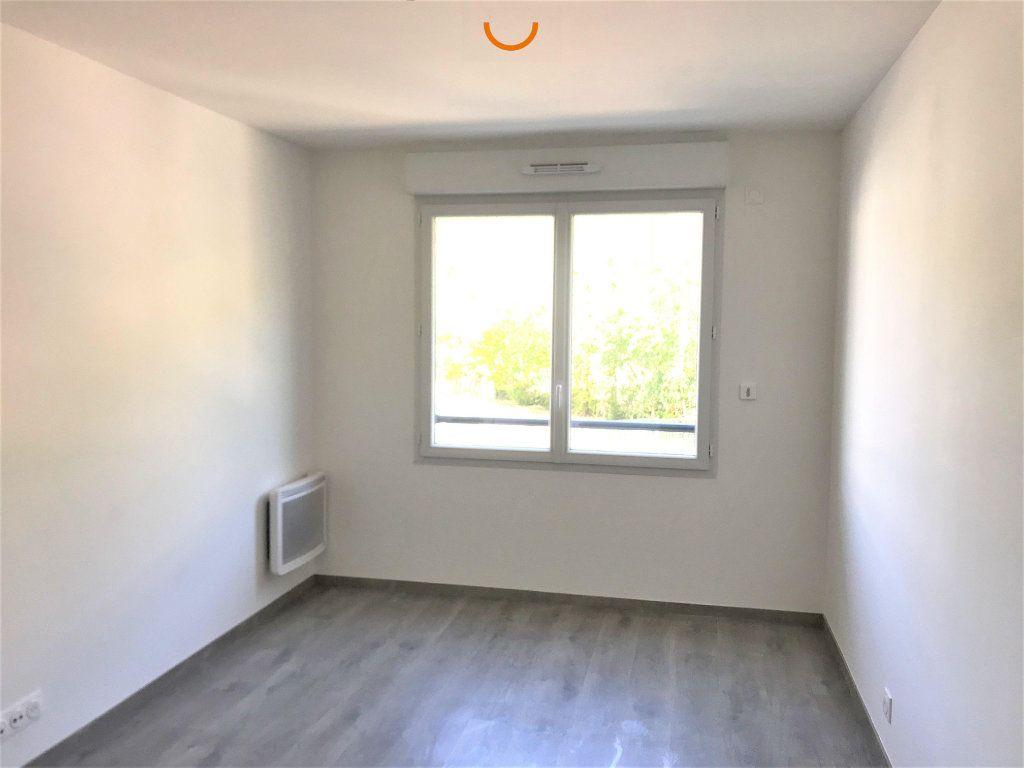 Appartement à louer 3 57.1m2 à Saint-Léger-du-Bourg-Denis vignette-3