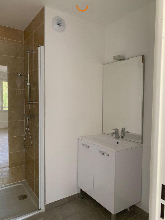 Appartement à louer 3 57.1m2 à Saint-Léger-du-Bourg-Denis vignette-4