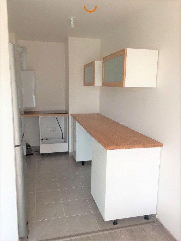 Appartement à louer 3 64.98m2 à Le Petit-Quevilly vignette-2