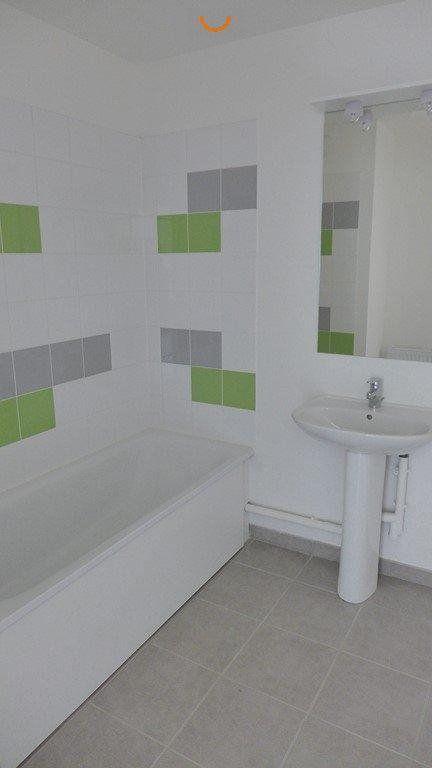 Appartement à louer 3 64.98m2 à Le Petit-Quevilly vignette-5