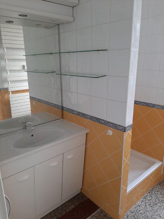 Appartement à louer 5 82.36m2 à Rouen vignette-11