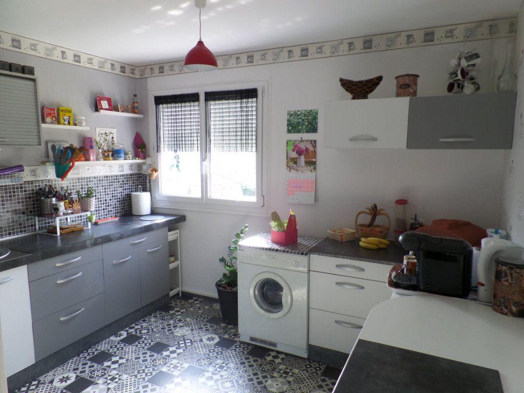 Appartement à vendre 5 93.61m2 à Caudebec-lès-Elbeuf vignette-2