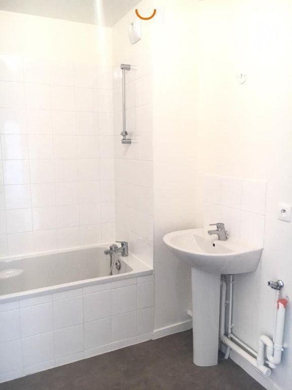 Appartement à louer 3 60.5m2 à Rouen vignette-6