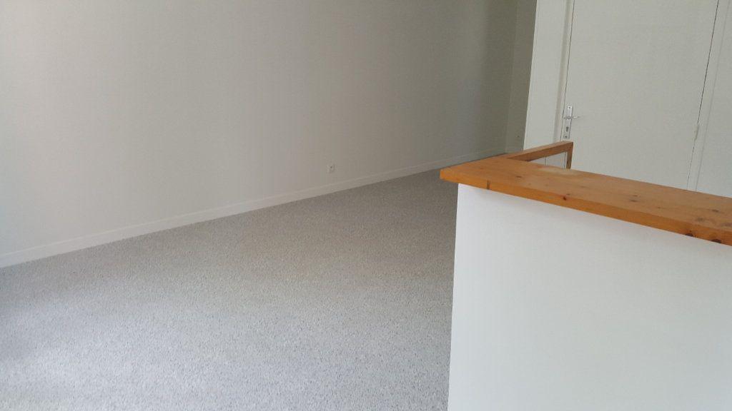 Appartement à louer 1 35m2 à Elbeuf vignette-7