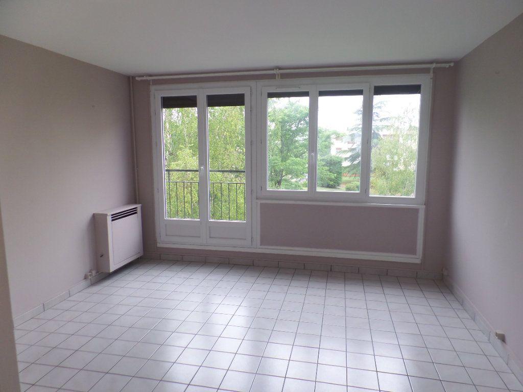 Appartement à vendre 3 56.09m2 à Saint-Aubin-lès-Elbeuf vignette-1