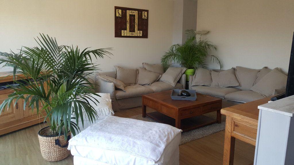 Appartement à louer 4 82.74m2 à Elbeuf vignette-3