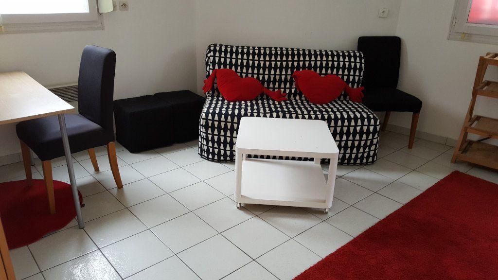 Appartement à louer 1 24m2 à Elbeuf vignette-2