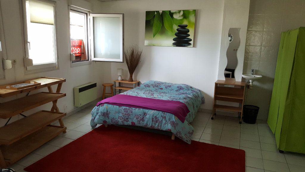 Appartement à louer 1 24m2 à Elbeuf vignette-3