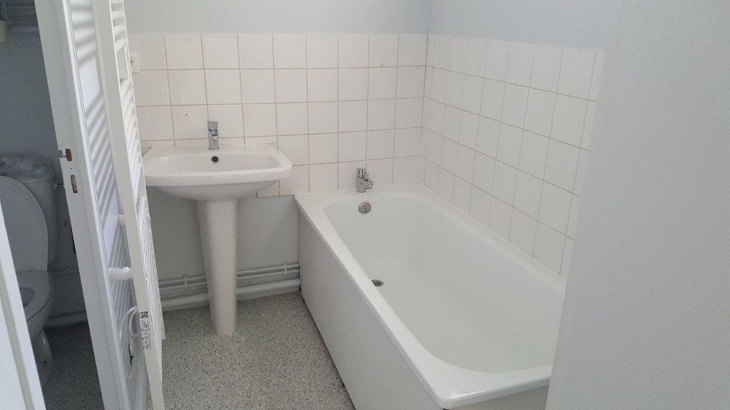 Appartement à louer 1 35m2 à Elbeuf vignette-4