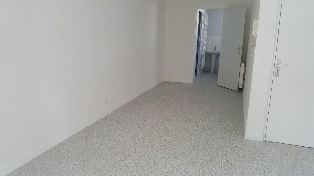 Appartement à louer 1 35m2 à Elbeuf vignette-6