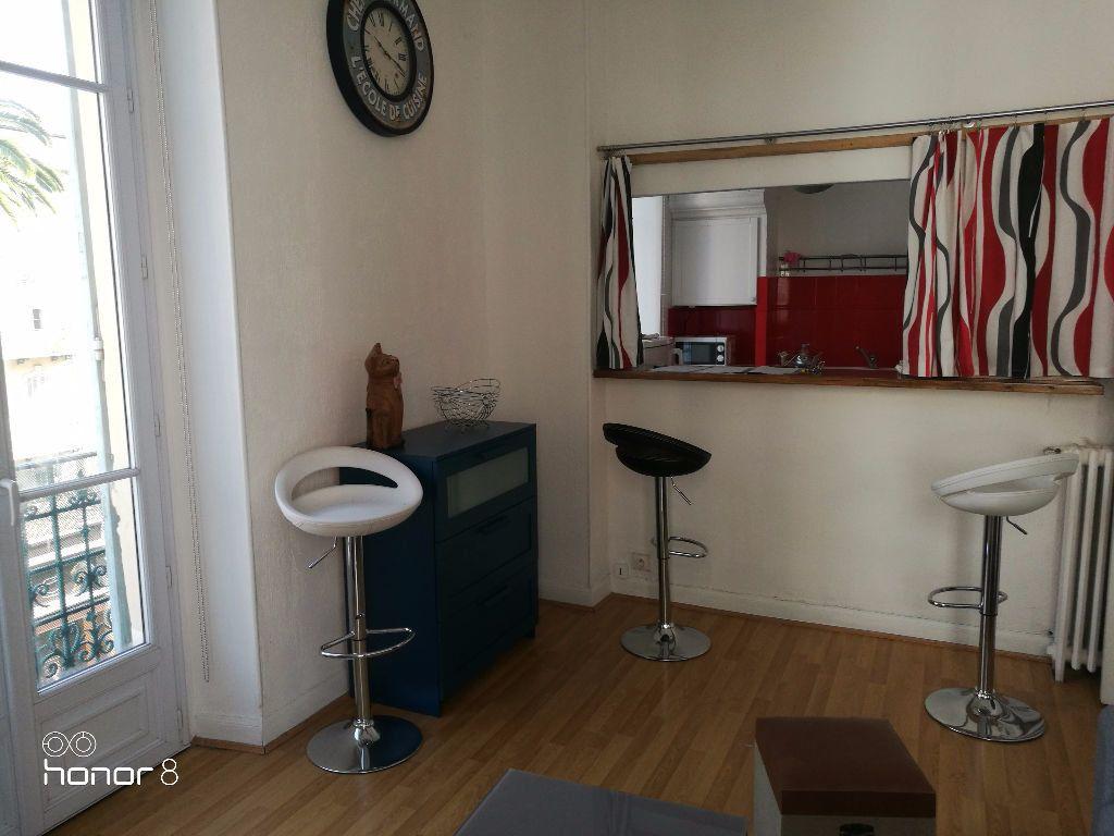 Appartement à louer 2 44.38m2 à Nice vignette-2