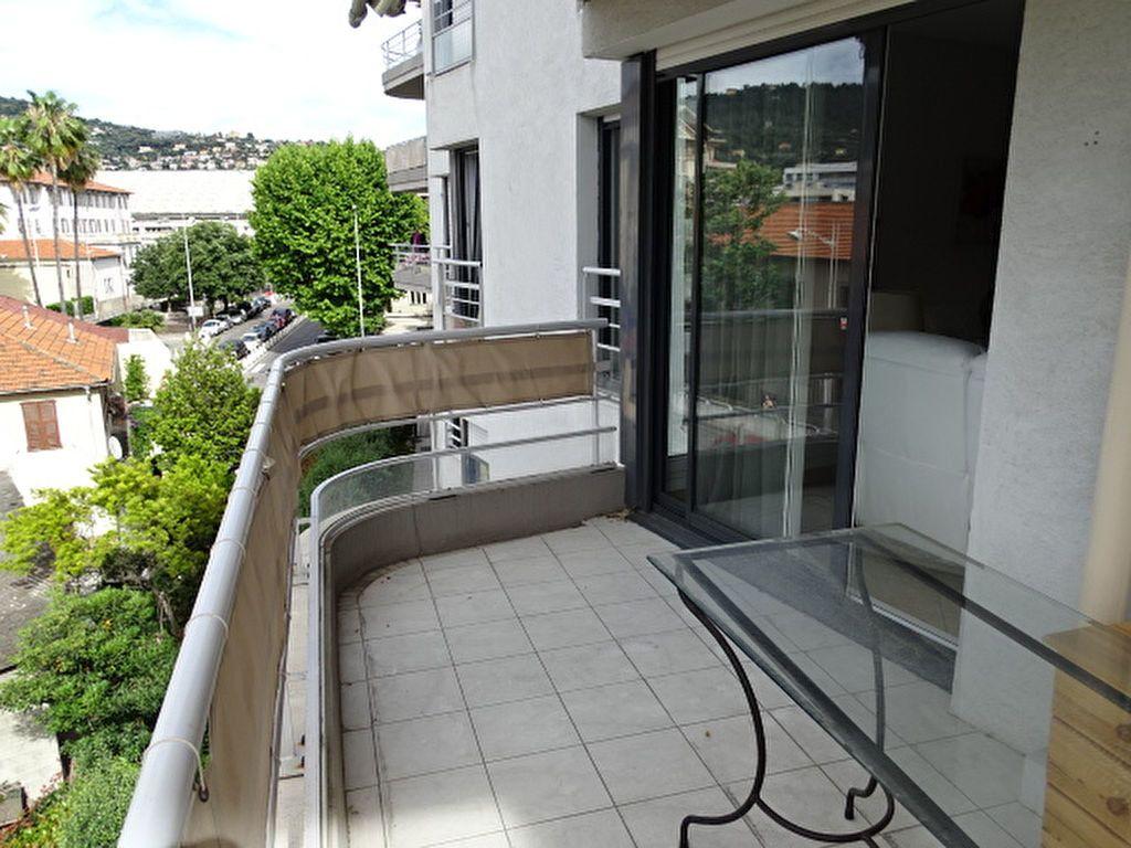 Appartement à louer 3 63m2 à Nice vignette-3