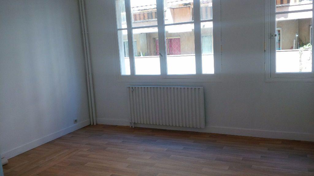 Appartement à louer 1 26.1m2 à Nice vignette-3