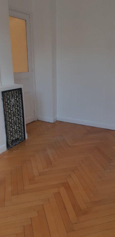 Appartement à louer 2 51m2 à Nice vignette-2