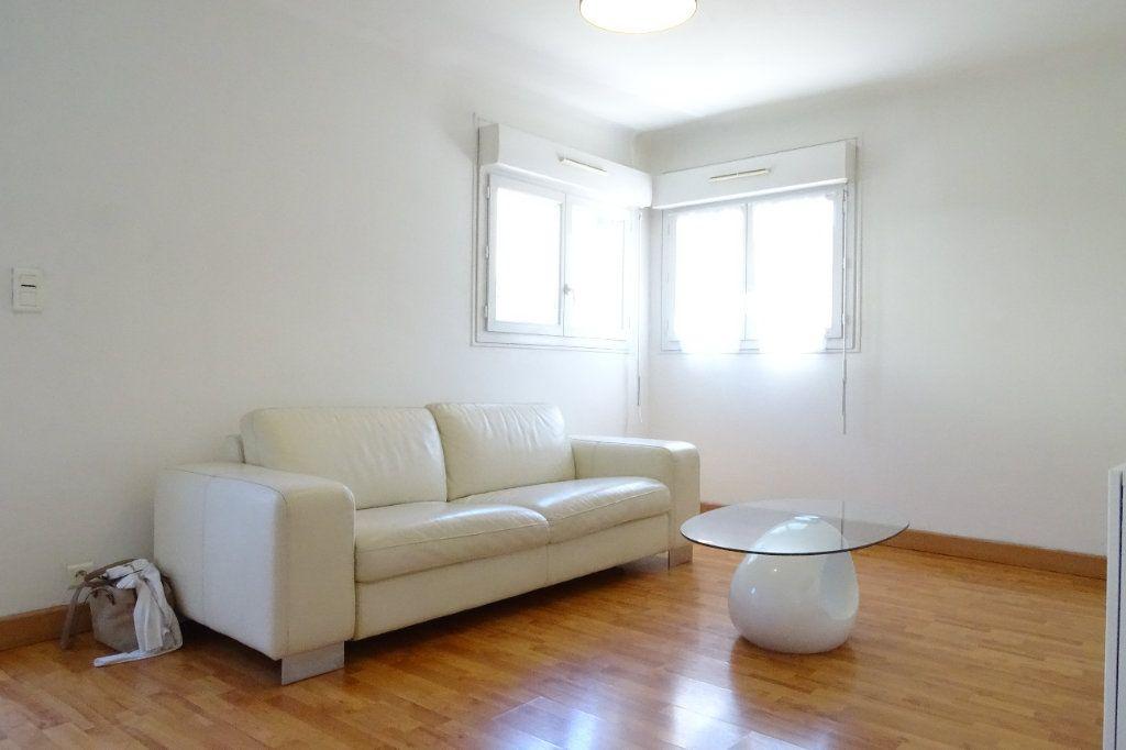 Appartement à louer 2 43.4m2 à Nice vignette-3