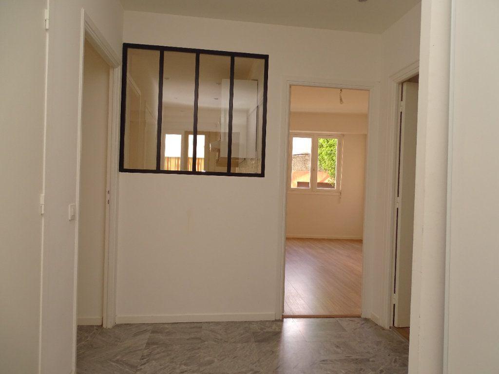 Appartement à louer 2 54.8m2 à Nice vignette-4