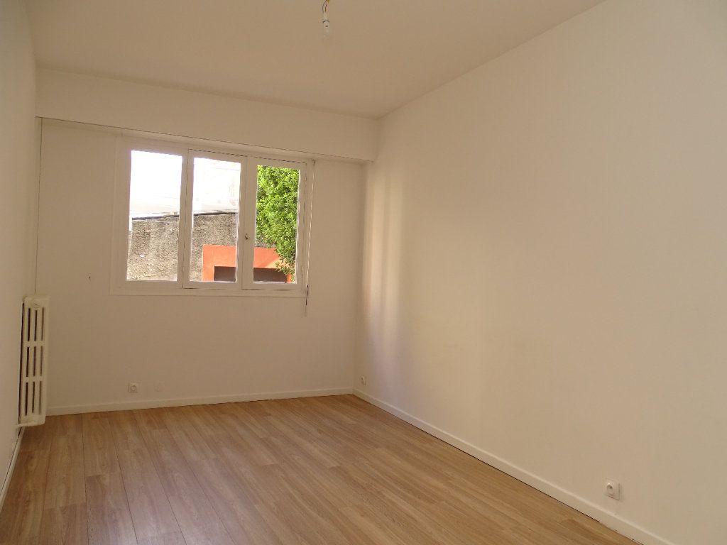 Appartement à louer 2 54.8m2 à Nice vignette-7