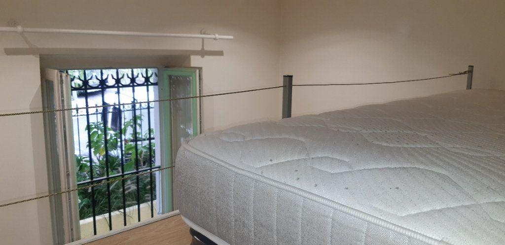 Appartement à louer 1 14m2 à Nice vignette-4