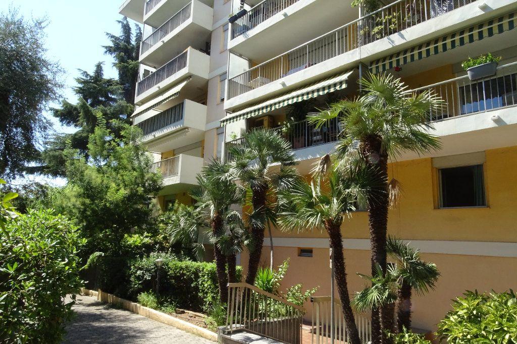 Appartement à louer 1 14.53m2 à Nice vignette-1