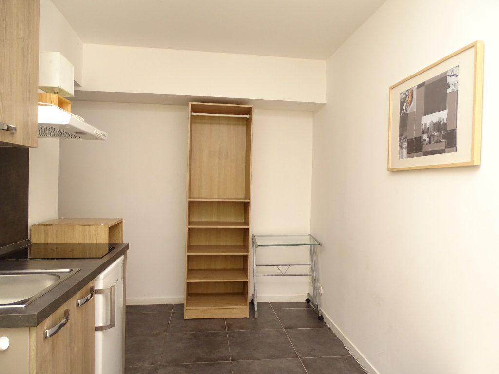 Appartement à louer 1 14.53m2 à Nice vignette-3