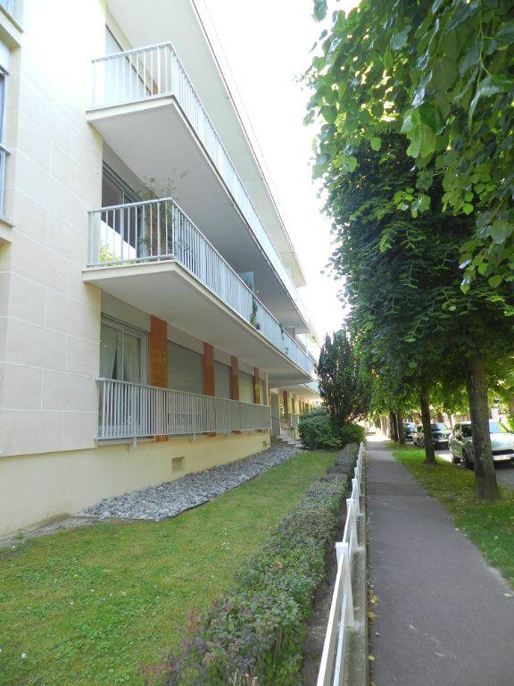 Appartement à louer 2 40.53m2 à La Varenne - Saint-Maur-des-Fossés vignette-1