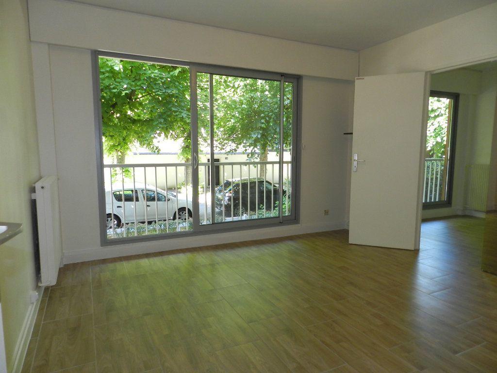 Appartement à louer 2 40.53m2 à La Varenne - Saint-Maur-des-Fossés vignette-6