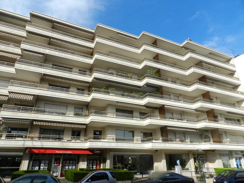 Appartement à louer 1 18m2 à La Varenne - Saint-Maur-des-Fossés vignette-1
