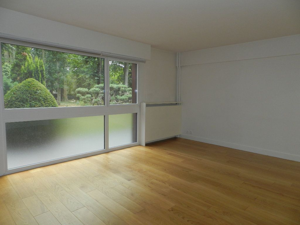 Appartement à louer 2 54.61m2 à La Varenne - Saint-Maur-des-Fossés vignette-1