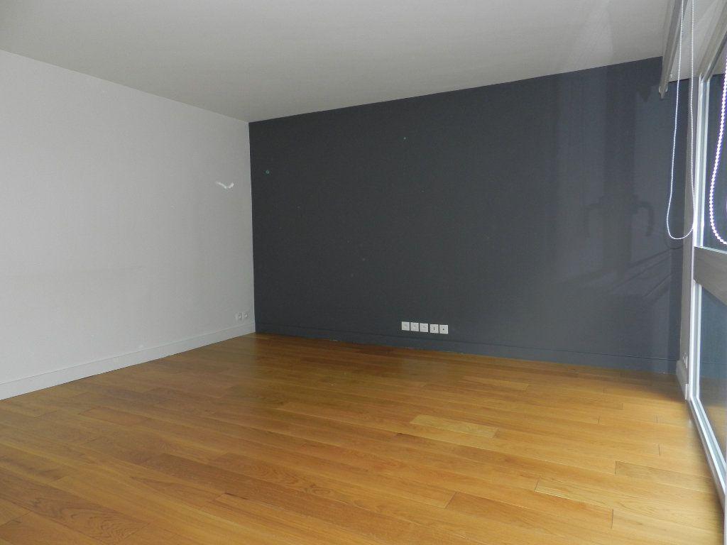 Appartement à louer 2 54.61m2 à La Varenne - Saint-Maur-des-Fossés vignette-2