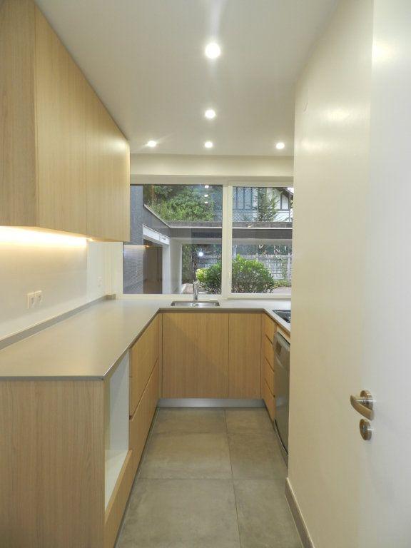 Appartement à louer 2 54.61m2 à La Varenne - Saint-Maur-des-Fossés vignette-3