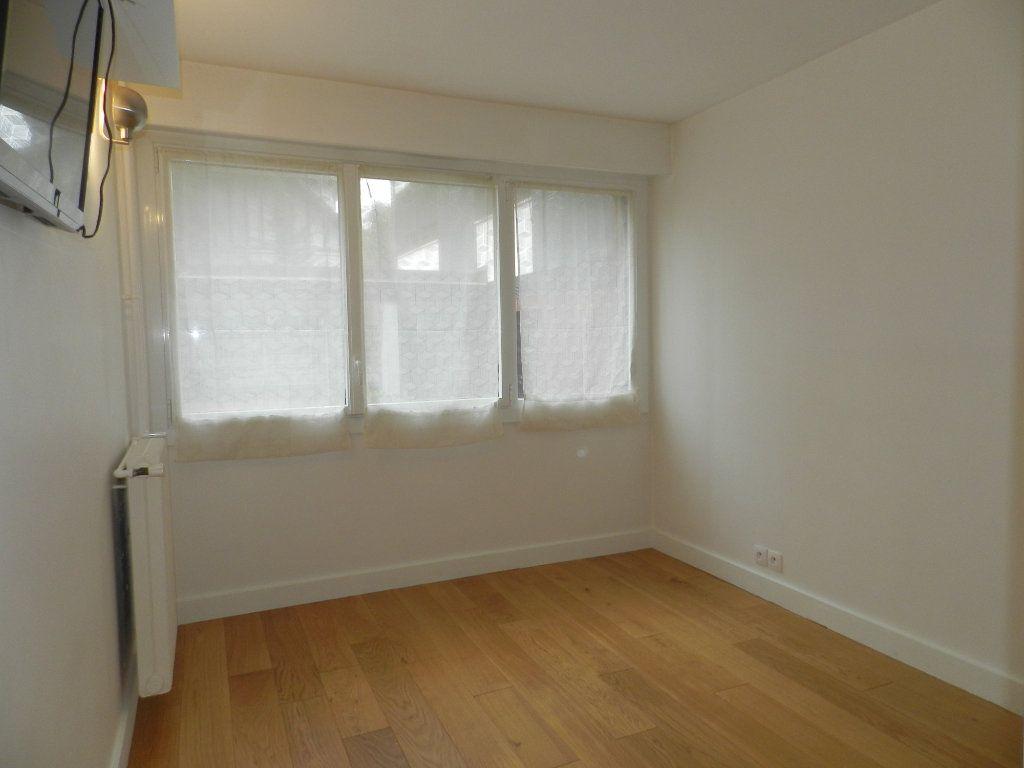 Appartement à louer 2 54.61m2 à La Varenne - Saint-Maur-des-Fossés vignette-5