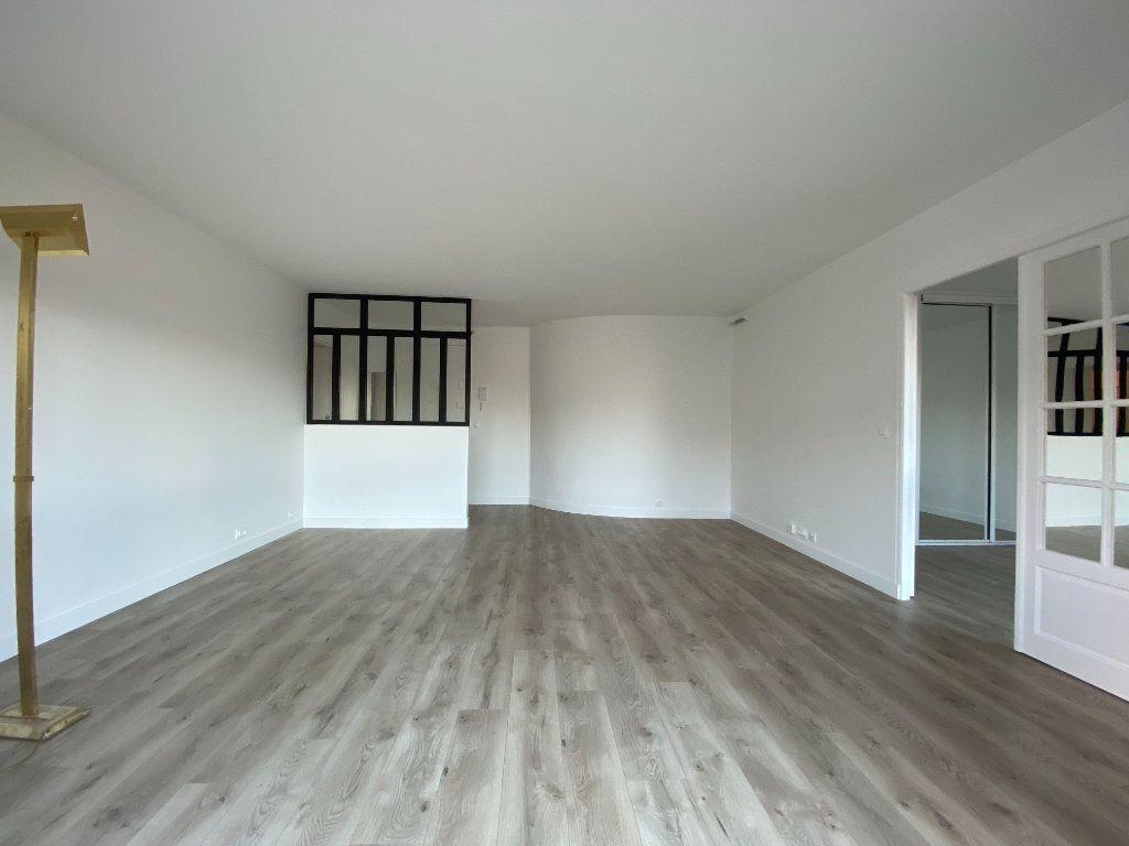 Appartement à louer 2 57.39m2 à Saint-Maur-des-Fossés vignette-3
