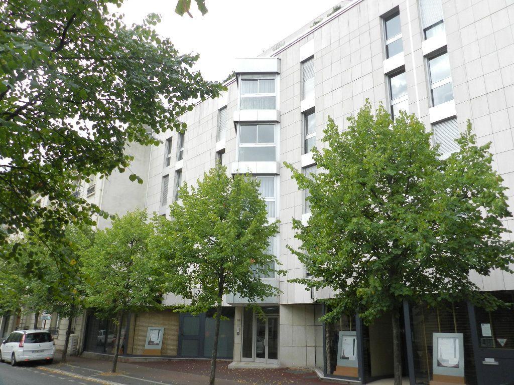 Appartement à louer 2 57.39m2 à Saint-Maur-des-Fossés vignette-13