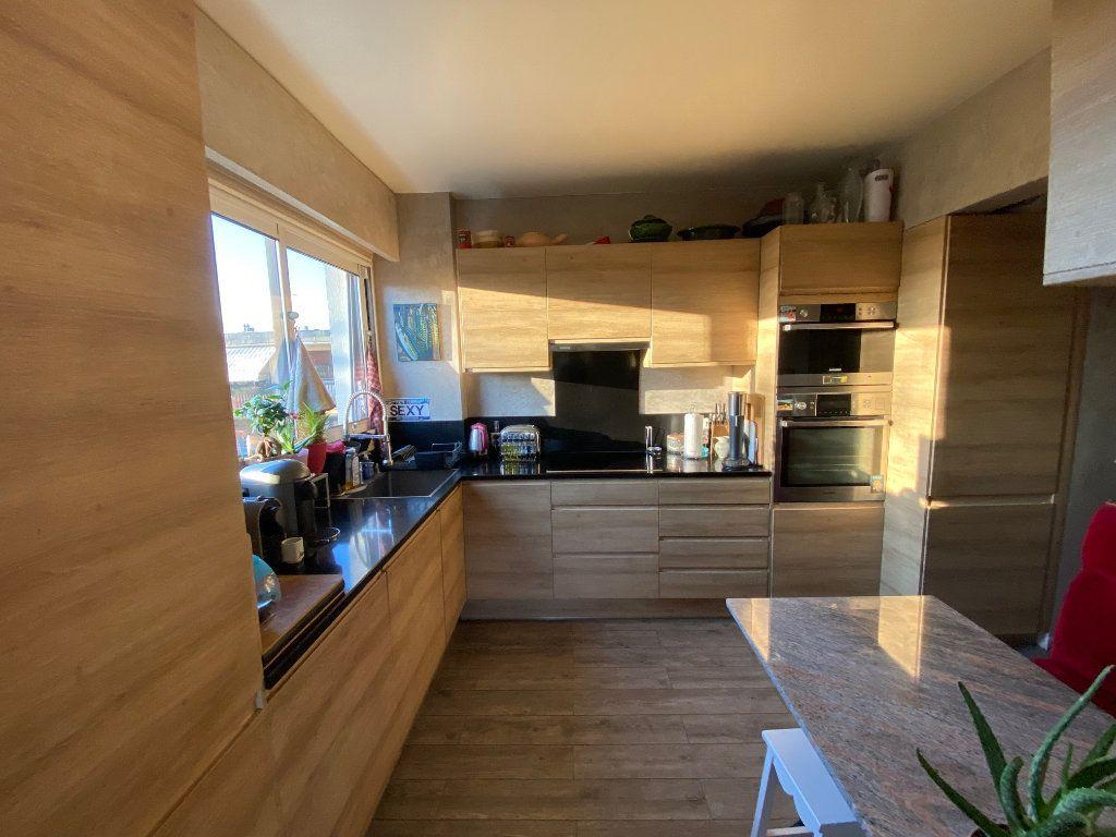 Appartement à vendre 5 106.21m2 à La Varenne - Saint-Maur-des-Fossés vignette-2