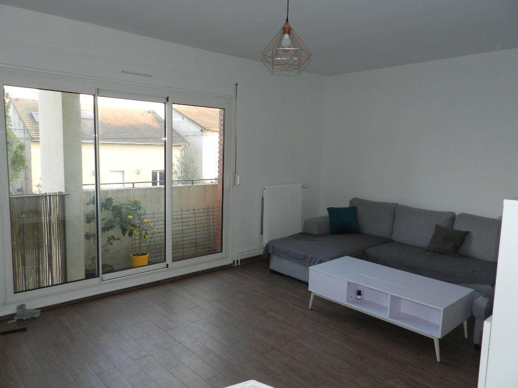 Appartement à louer 2 48.06m2 à Saint-Maur-des-Fossés vignette-1