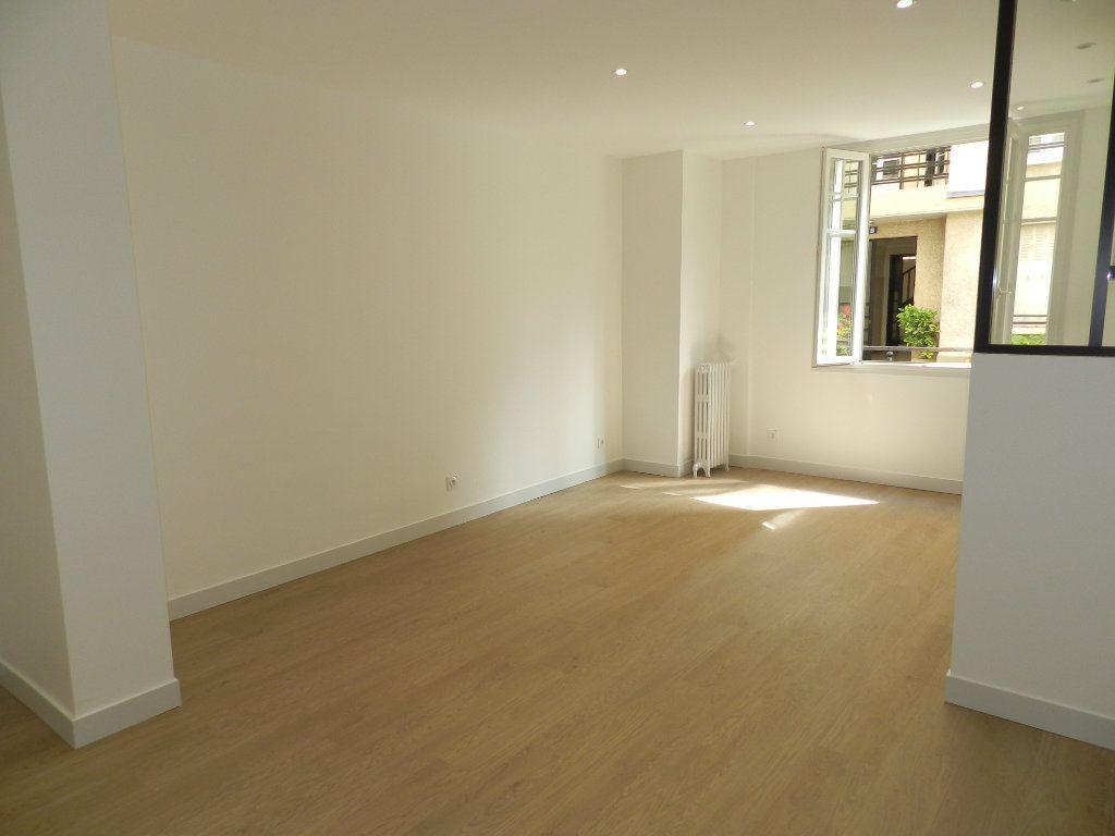 Appartement à louer 2 41.82m2 à Saint-Maur-des-Fossés vignette-3