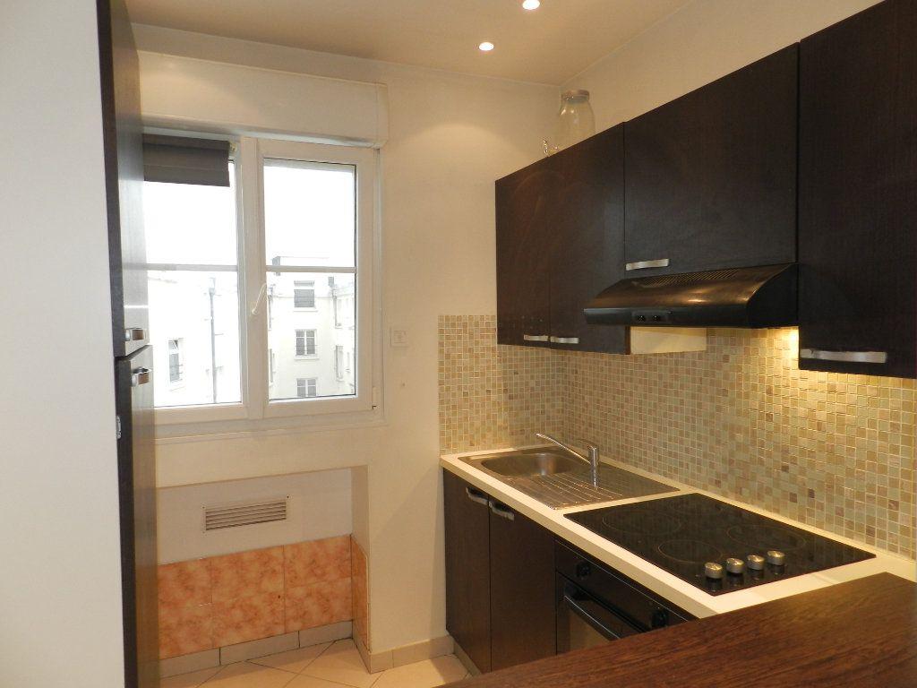 Appartement à louer 1 20.9m2 à La Varenne - Saint-Maur-des-Fossés vignette-2